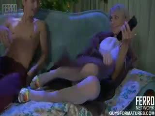 Mutter und Sohn beim geilen Rollenspiel